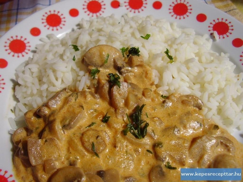 gomba Mushroom Paprikash
